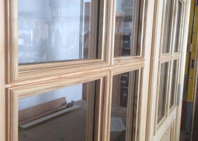 Neubau 2-flügelige Zimmertür, Detail: ausgefälzte, profilierte Glasleisten