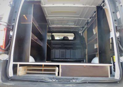 Ausbau Transporter einer Elektrofirma zum Verstauen von Material und Werkzeug
