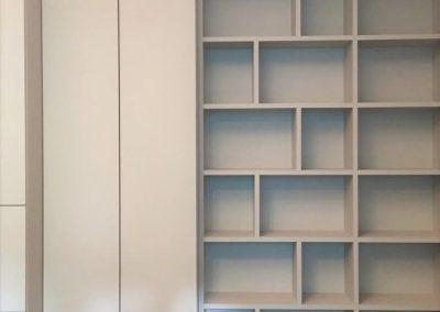 """Kleiderschrank und Bücherregal, Entwurf: <a href=""""https://www.harryclarkinterior.com/"""">Harry Clark Interior</a>"""