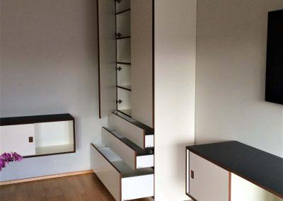 raumhoher Wohnzimmerschrank mit 2 Schubkästen, bemaßt für die CD- und DVD-Sammlung