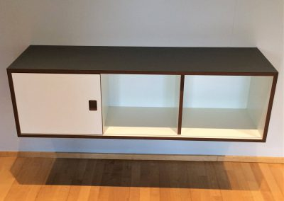 Sideboard mit Möbellinoleum belegt, 3 Gefache