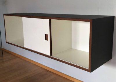 Sideboard mit 1 Schiebetür, mit der ein Fach frei wählbar geschlossen werden kann