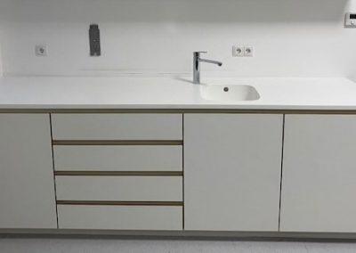 Laborschrank mit Spülbecken und Kühlschrank